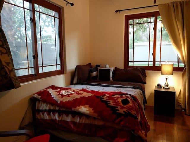 Cozy Poolside Bedroom Next to ASU - Tempe - Hus