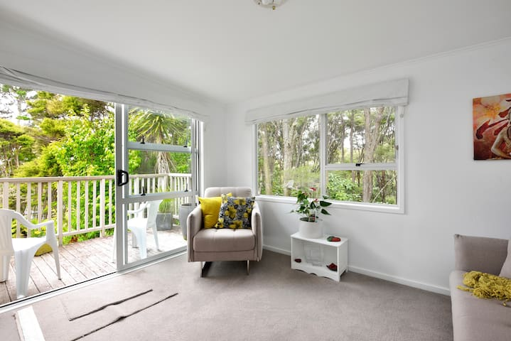 Private bush setting, peaceful and relaxing. - Auckland - Hus