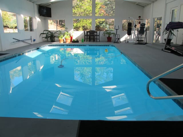 Relaxing home with indoor pool - Tehachapi