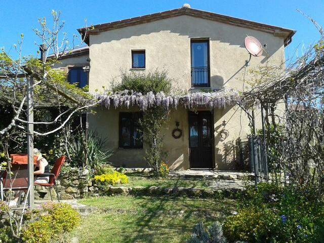 Ferienhaus Toskana mit Garten und Blick, Ortsrand - Vallerona