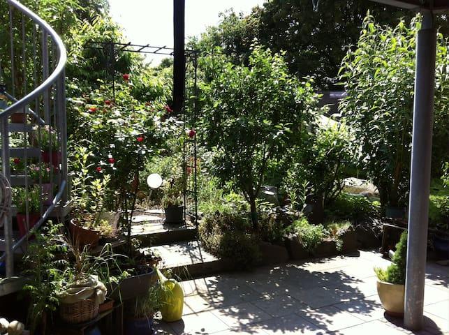 Kleine FeWo mit bezauberndem Garten, Stadtrand - Landau in der Pfalz - Appartement en résidence
