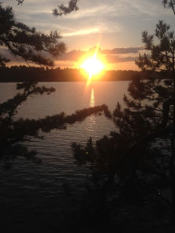 Sunsets Galore at Lakefront Cottage on Mousam Lake - Shapleigh - Kabin