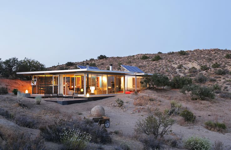 Off-grid itHouse - Pioneertown - Ev