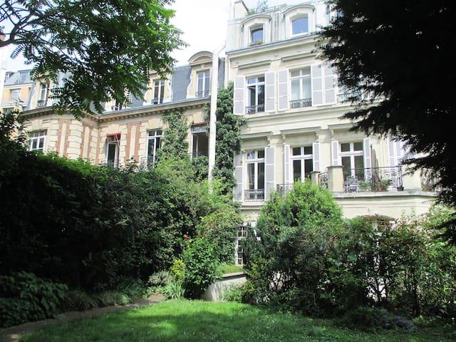 18th century mansion/private lane/Champs Elysées. - Paris - Lejlighed