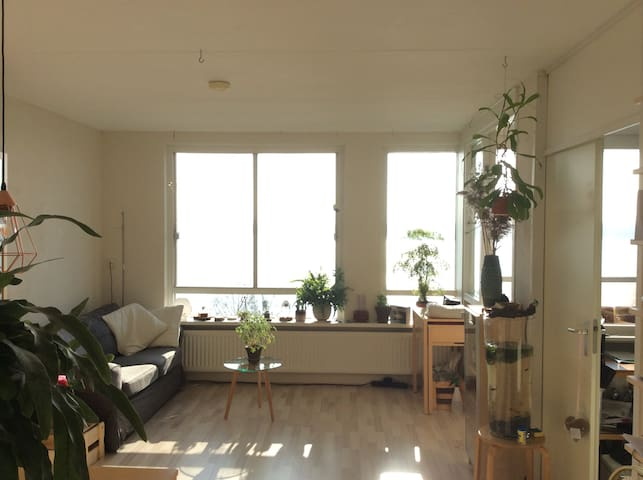 Spacious private apartment near Amsterdam! (25km) - Almere - Appartement