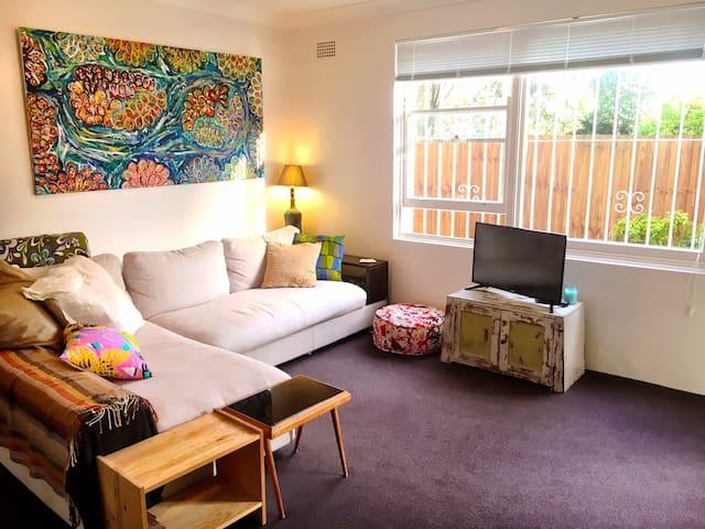 Alex's Bronte Beach Apartment - Bronte