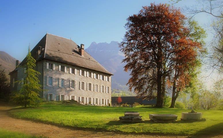 Chambres d'hotes , charme en Savoie - Saint-Jean-de-la-Porte - Bed & Breakfast