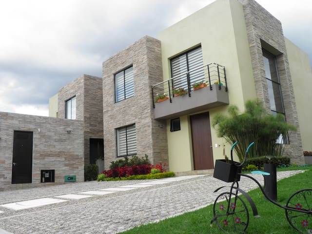 Private room in condominium country house - Cajicá - Hus