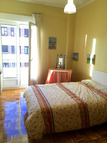 Quiet and cozy flat 10 minutes from the center - Pamplona - Appartement