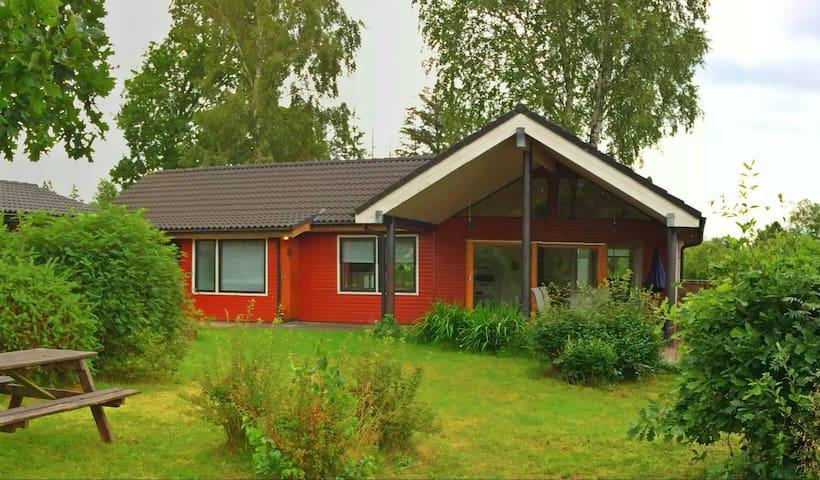 Sommerhus i hyggelige omgivelser - Hals - Blockhütte