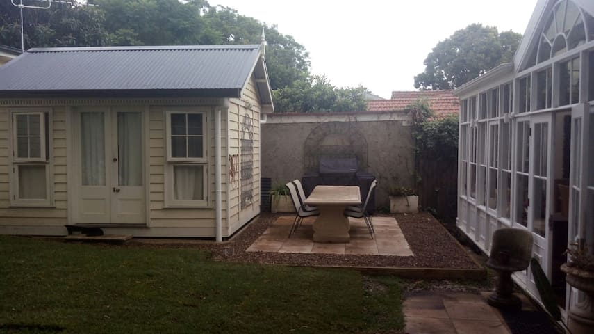 Beatiful private bungalow - North Manly