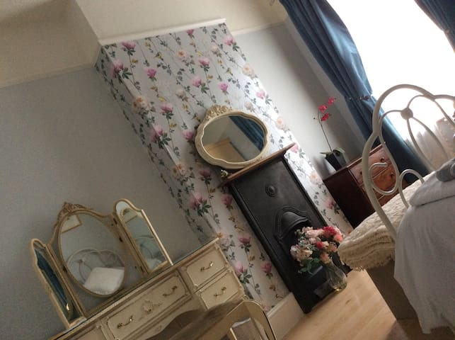 Single room near Stansted Airport - Bishops Stortford  - Hus