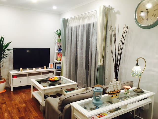 Brandnew clean cozy master room with own ensuite - Springvale South