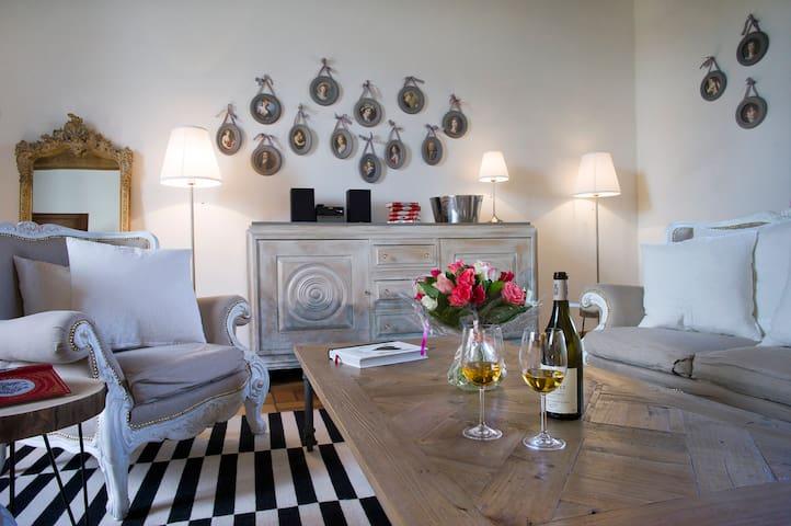 Grande Suite inside Bligny Les Beaune Castle - Bligny-lès-Beaune - Lägenhet
