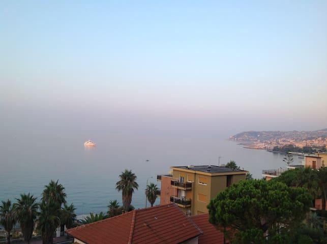 Terrace overlooking the sea - San Remo - Huoneisto