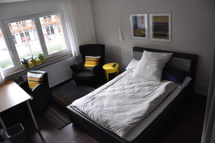 modernes Zimmer + Küche/Bad - Stuttgart - Appartement