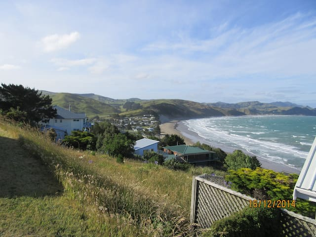 180 deg views of the ocean + rural - Castlepoint - Bed & Breakfast