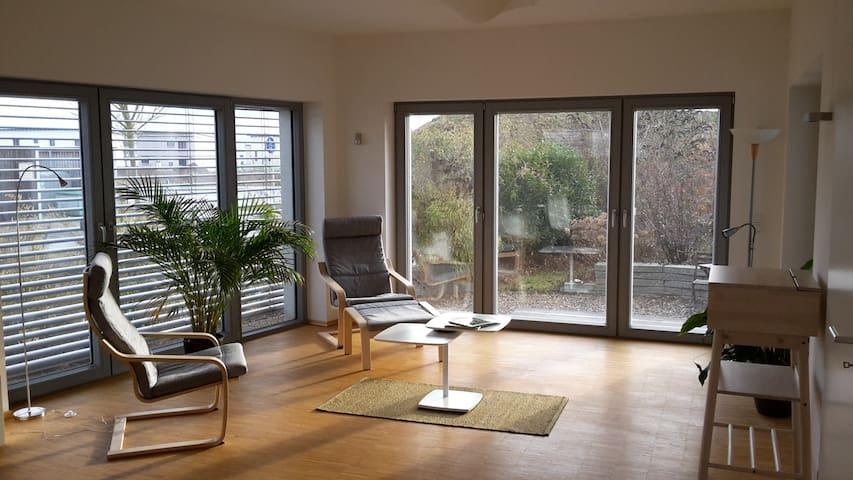 Bright loft in low-energy house. - Erlangen - Leilighet