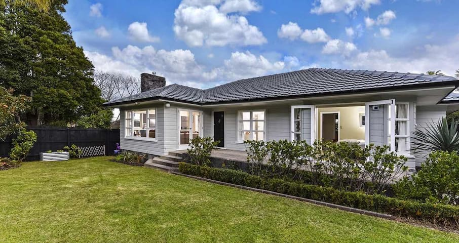 Cozy home near beach and town - Auckland - Hus