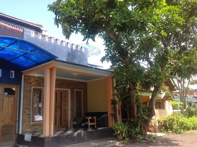 Umi's Private Space in Jenggawah Jember Jawa Timur - Jenggawah - Gästhus