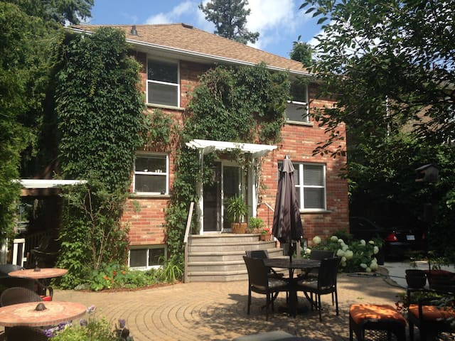 UniversityWest Guest House & Airbnb - Guelph - Daire