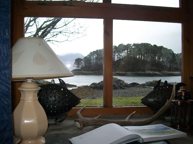 Small fisherman's beach cottage, half of building. - Plockton - Casa
