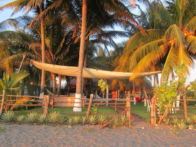 Front Beach House in El Penon El Sa -  Costa Azul El Salvador - 一軒家