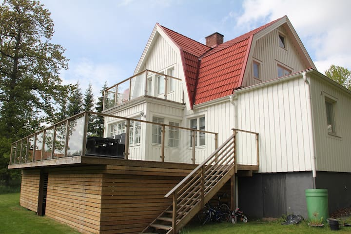 Lantligt hus, 150 meter till sjö, 15 min Göteborg - Lerum