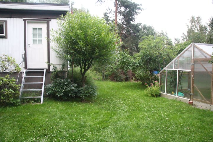 Near Helsinki airport, Room+Sauna, ask for pickup - Vantaa - Casa