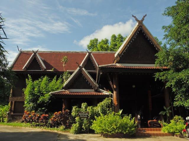 Tradional Teakwood House(泰国稀有柚木房子) - Chiang Mai
