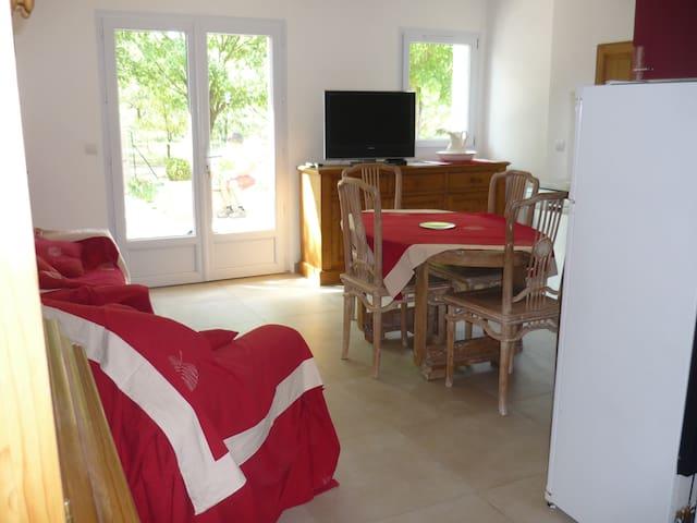 Gîte dans une Ferme rénovée  - Monteux - Apartment