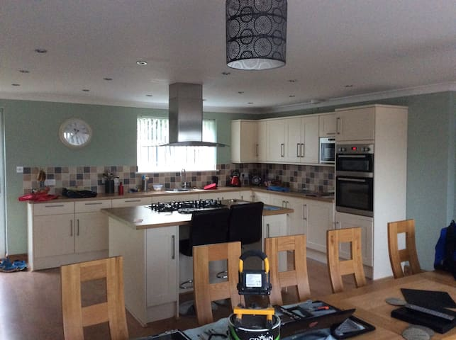 Double bed in a family house available. Professional couple - Dorset
