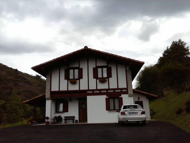 Casa con habitaciones acogedoras - Urdax - Rumah