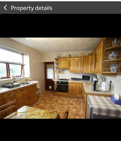Double Room in clean quiet family home - Ebbw Vale