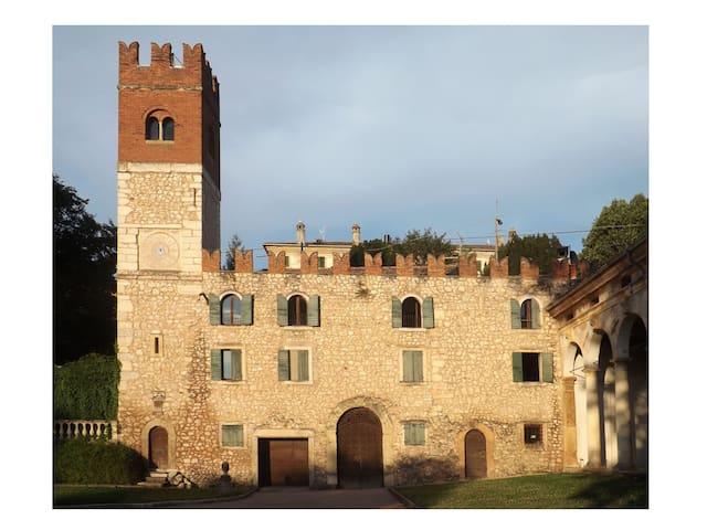 Antiguo castillo cerca de Verona - Verona - Departamento