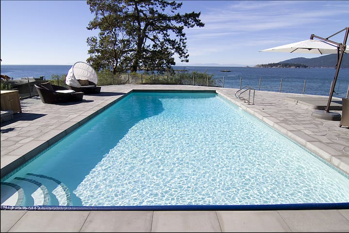 Luxury Oceanfront Mansion Sleeps 14 - West Vancouver - Hus