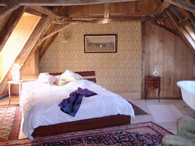 Poetic space, peace and huge bed! - Anlhiac