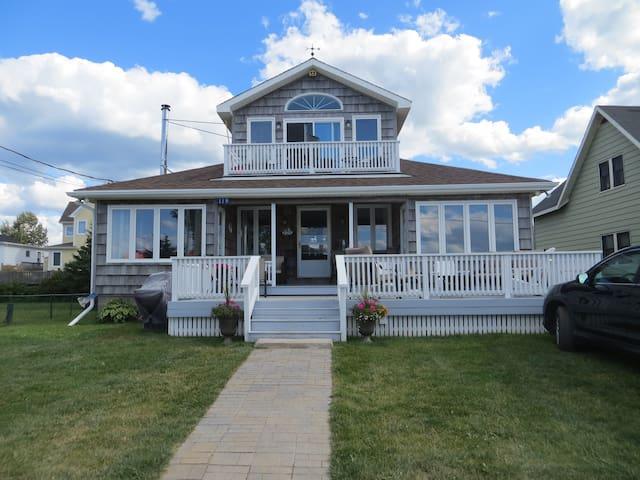Waterfront beach house in Pointe du Chene, NB - Shediac - House