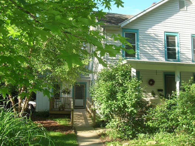 The Village Guesthouse  - Yellow Springs - Ev