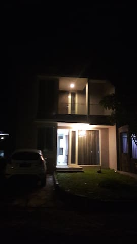 Comfy house with nice surrounding - Manado