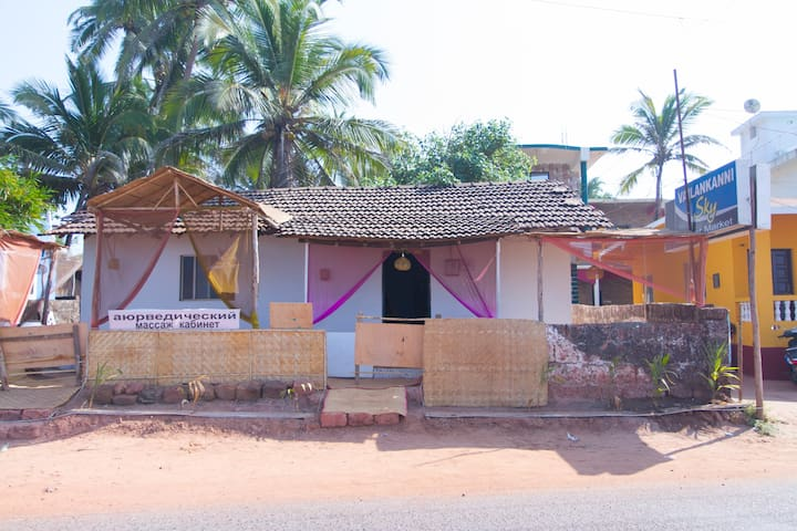 Charming cottage overlooking beach - Goa - Hus