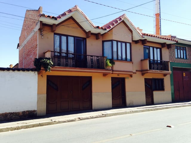 Guest house in the city of Sucre - Sucre - Apartament