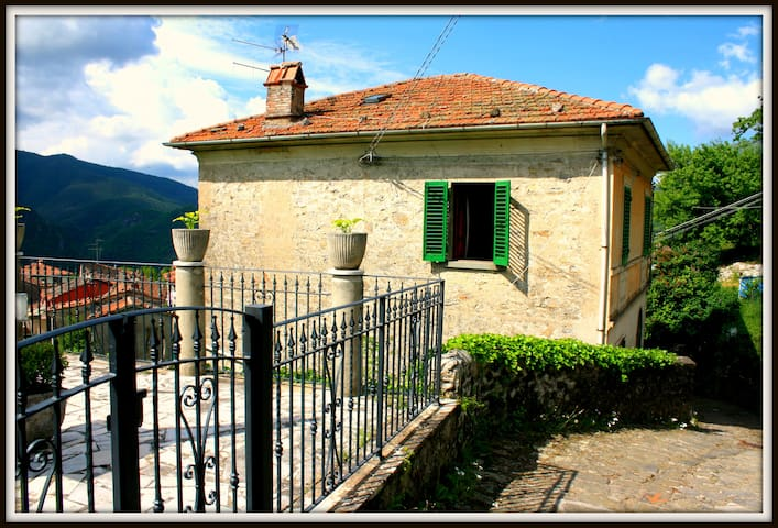 Villa with pool in the old town - Bagni di Lucca - Hus