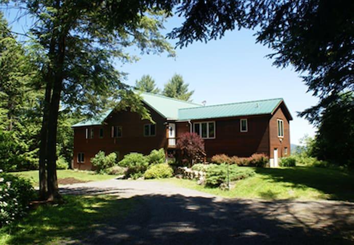 DaCy Meadow Farm: Hostel Room 1 - Westport - Bed & Breakfast