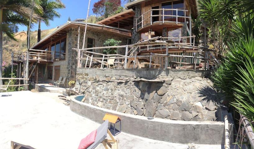 El Salto Waterfall Earthship (Cartago, Costa Rica) - Paraíso - Haus