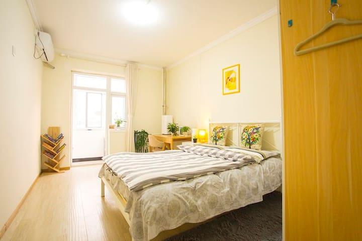 紧邻北京地铁一号线的阳光大床房(your Sunshine Room in beijing) - Beijing - Pis