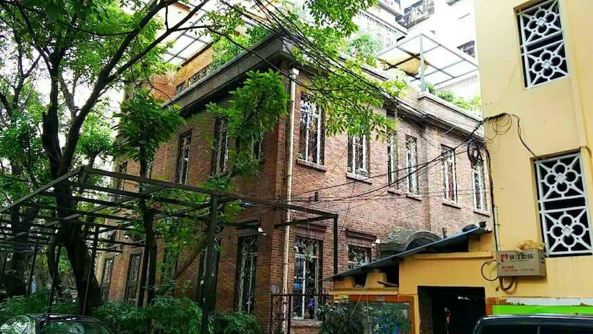 民国早期红砖楼建筑,形态古朴优雅,室内loft风 - 广州市 - Loft-asunto