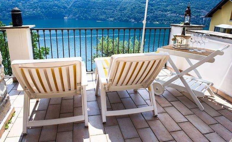 Family house, LakeComo, great view! - Carate Urio - Casa