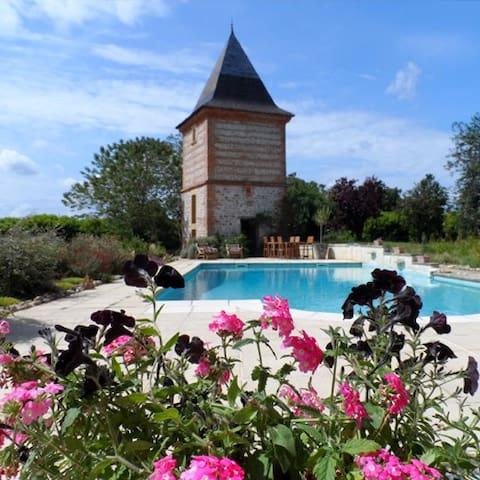 Restez dans un château de campagne - Salles-sur-Garonne - Bed & Breakfast