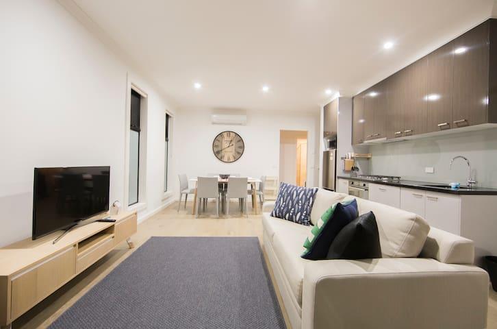 Brand new townhouse Comfortable & Convenient !* - Ashburton - Adosado